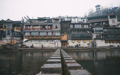 Cận cảnh cây cầu đá - Phượng Hoàng cổ trấn