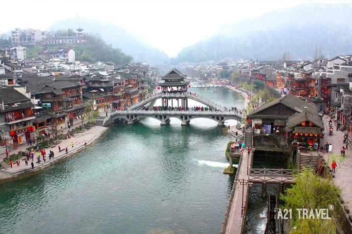 Lầu Phong Thúy Hồng Kiều - Biểu tượng của Phượng Hoàng cổ trấn