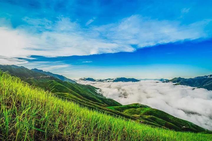 Mây trên đỉnh Tà Xùa