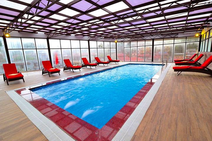 Bể bơi bốn mùa khách sạn Amazing Sapa